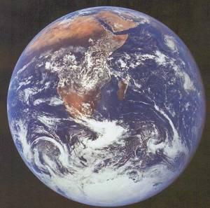 AST earth_apollo17